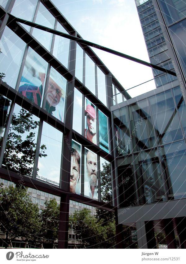 Der Mensch Himmel Architektur Glas Hochhaus Fassade Geldinstitut Stahl Düsseldorf Vorderseite