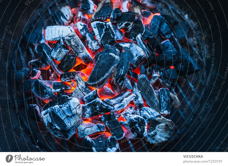 Gute Holzkohle fürs Grillen Lifestyle Stil Design Freude Sommer gelb Stimmung Kraft Warmherzigkeit Hintergrundbild Brand Kohle glühend Wärme Grillkohle