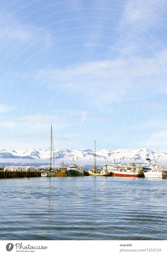 Hafenkulisse Himmel Natur blau Sommer Meer Landschaft Reisefotografie Berge u. Gebirge Küste Stimmung Wasserfahrzeug Insel Bucht Verkehrswege Schifffahrt