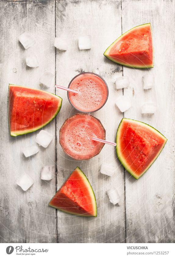 Gläser mit Wassermelone Saft und Eiswürfel Lebensmittel Frucht Ernährung Bioprodukte Vegetarische Ernährung Diät Getränk Glas Stil Design Gesunde Ernährung