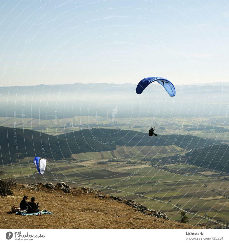 bin oben Himmel blau rot Farbe Freiheit Wärme Luft Wind fliegen Beginn Tourismus Freizeit & Hobby Alpen Sportveranstaltung Österreich Gleitschirmfliegen