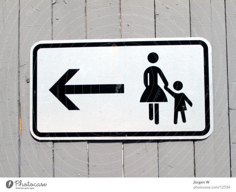 Und die Männer? Frau Kind Schilder & Markierungen Dinge Pfeil Richtung Zaun