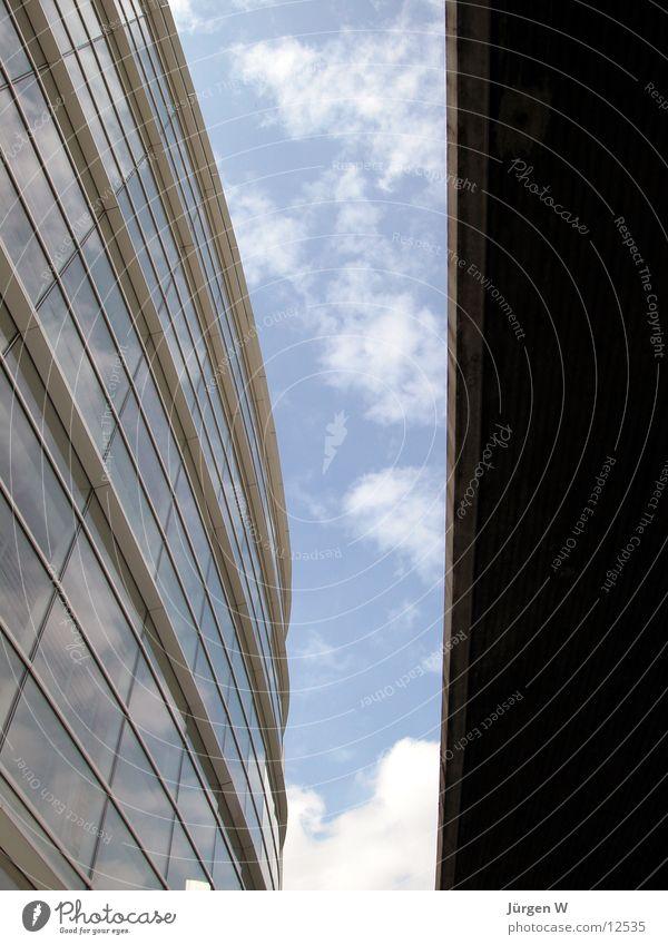 Zwischenraum 2 Himmel blau Wolken Fenster Architektur Düsseldorf Zwischenraum Graf-Adolf-Platz