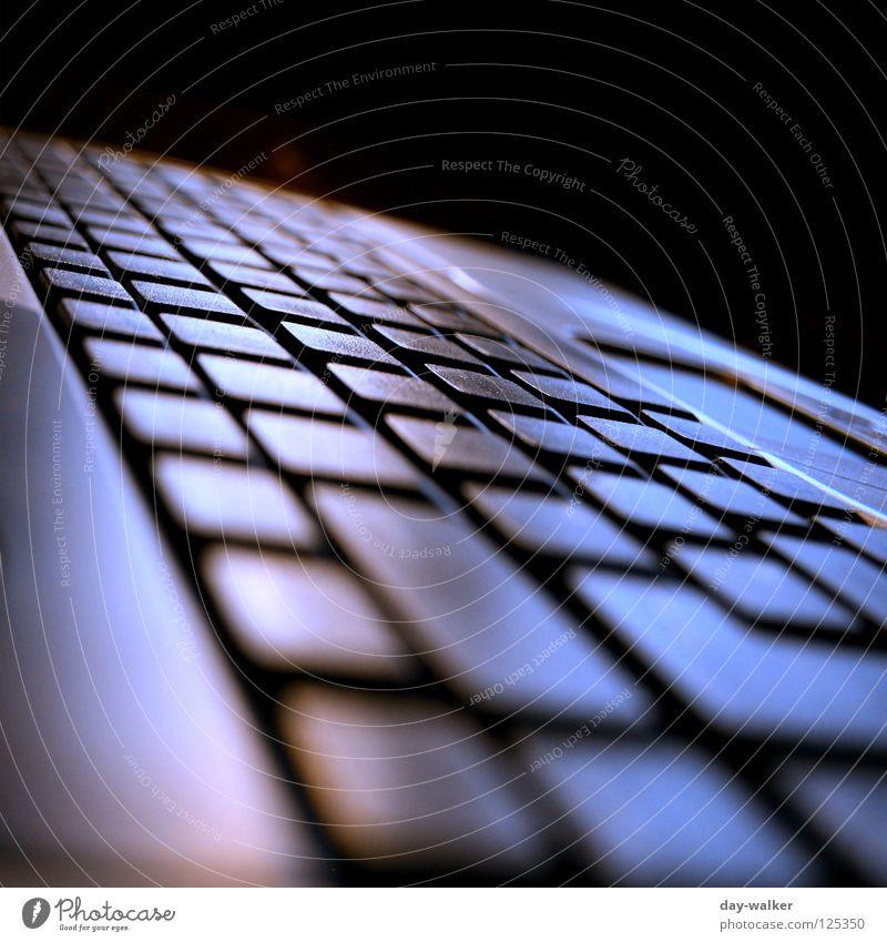 One Touch Computer dunkel Arbeit & Erwerbstätigkeit Business Kraft Kommunizieren berühren Internet schreiben Medien Informationstechnologie Notebook Schalter
