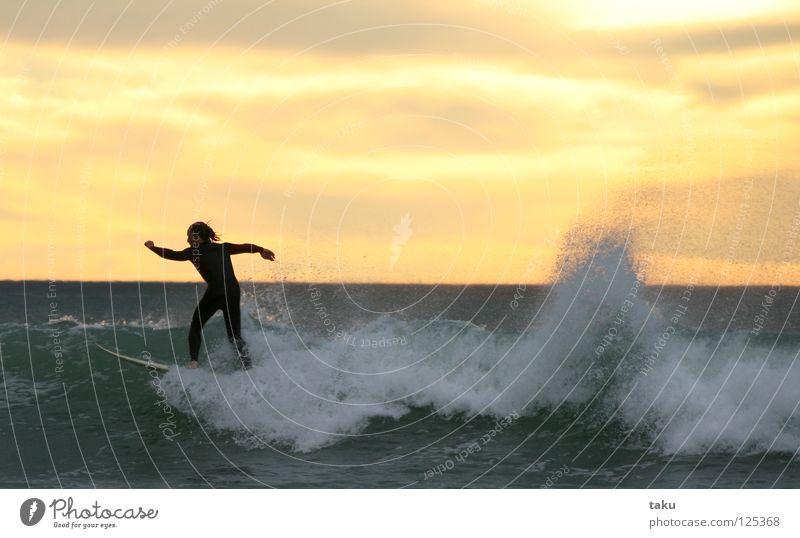 SUNRISE SURF I springen Coolness Surfen Surfer Wassersport Neuseeland Surfbrett Südinsel