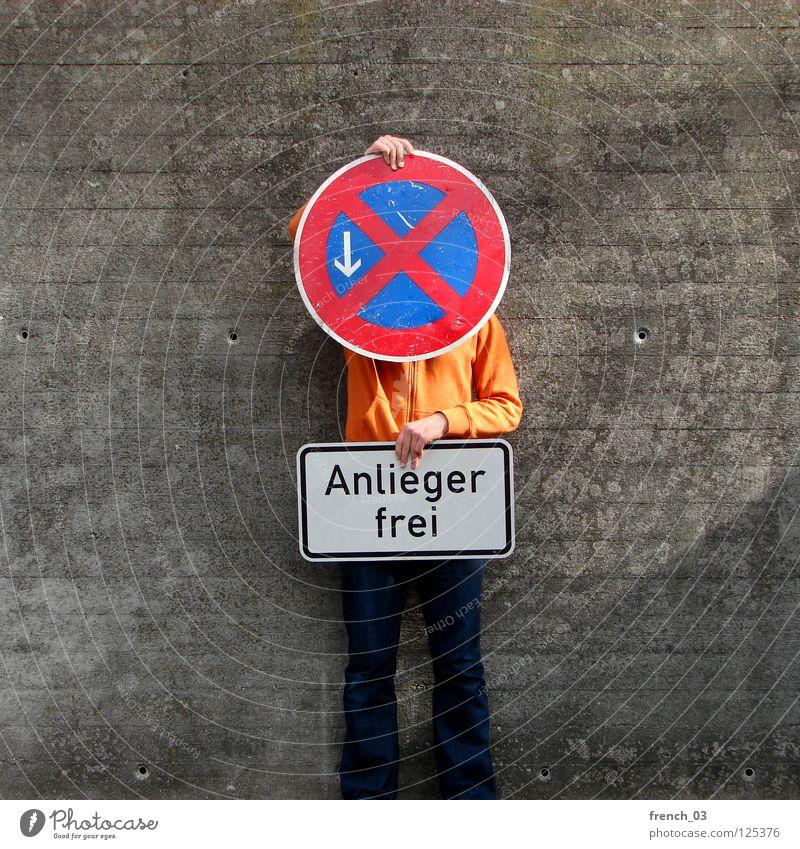 residents only Mensch blau Hand weiß schön rot Wand Freiheit grau Mauer Beine Linie orange Deutschland Arme warten