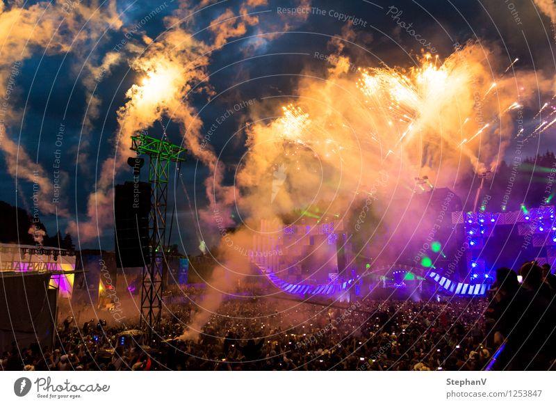 Feuerwerk Nachtleben Entertainment Party Veranstaltung Musik Diskjockey ausgehen Feste & Feiern Mensch Jugendliche Menschenmenge Jugendkultur Open Air blau gold