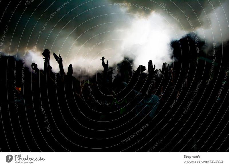 Festival / Hands Up Freude Feste & Feiern Stimmung Party Freizeit & Hobby Nebel Musik Tanzen Jugendkultur Tanzveranstaltung Rauchen Rauch Veranstaltung Euphorie Publikum Nachtleben