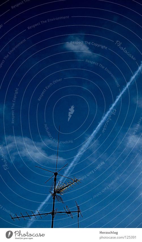 Im Empfangsgebiet Himmel blau Leben Gefühle Freiheit Angst Flugzeug Antenne Kondensstreifen