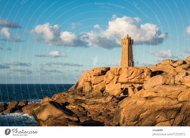 Leuchtturm in der Bretagne Erholung Ferien & Urlaub & Reisen Natur Landschaft Wolken Felsen Küste Sehenswürdigkeit Stein Atlantik Phare de Mean Ruz Ploumanac'h