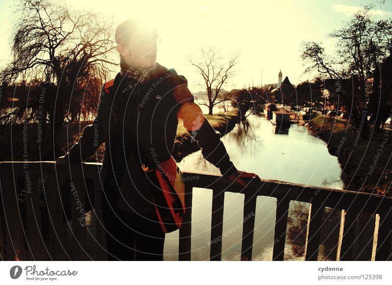 Immer der Sonne nach I Main Frankfurt am Main Ereignisse Ferien & Urlaub & Reisen entdecken Erholung genießen Aktion Licht Gewässer Mann Kerl Tasche Jacke
