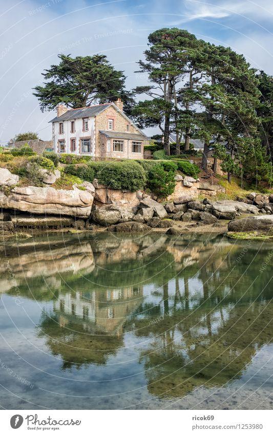 Gebäude in der Bretagne Erholung Ferien & Urlaub & Reisen Haus Natur Landschaft Wolken Baum Felsen Küste Sehenswürdigkeit Stein Atlantik Ploumanac'h