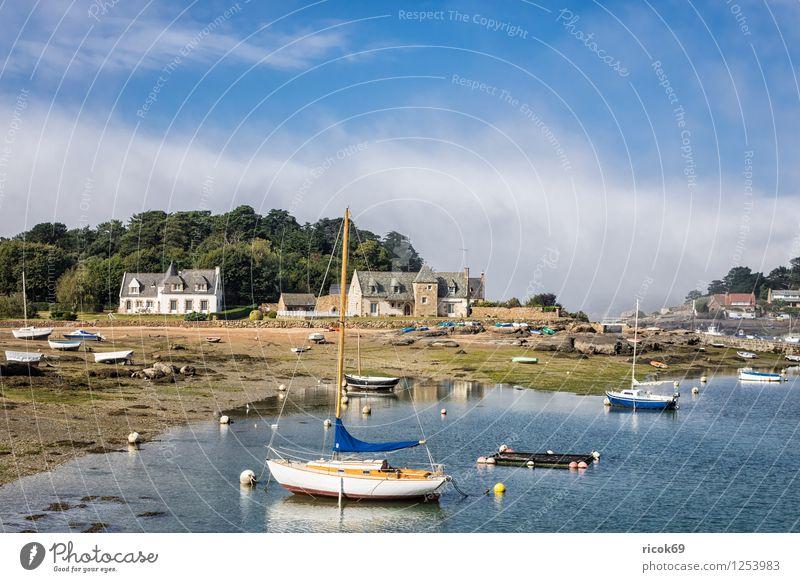 Hafen in der Bretagne Erholung Ferien & Urlaub & Reisen Haus Natur Landschaft Wolken Baum Küste Gebäude Sehenswürdigkeit Wasserfahrzeug Tourismus Atlantik
