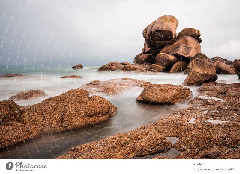 Atlantikküste in der Bretagne Erholung Ferien & Urlaub & Reisen Natur Landschaft Wolken Felsen Küste Sehenswürdigkeit Stein Ploumanac'h Rosa Granitküste
