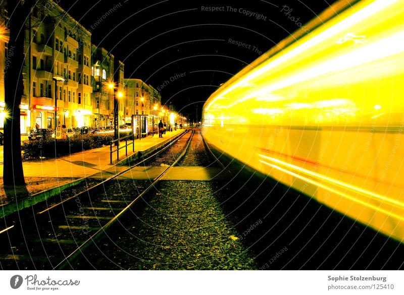 Urbane Bewegung Nacht Geschwindigkeit Licht Straßenbahn Langzeitbelichtung Berlin