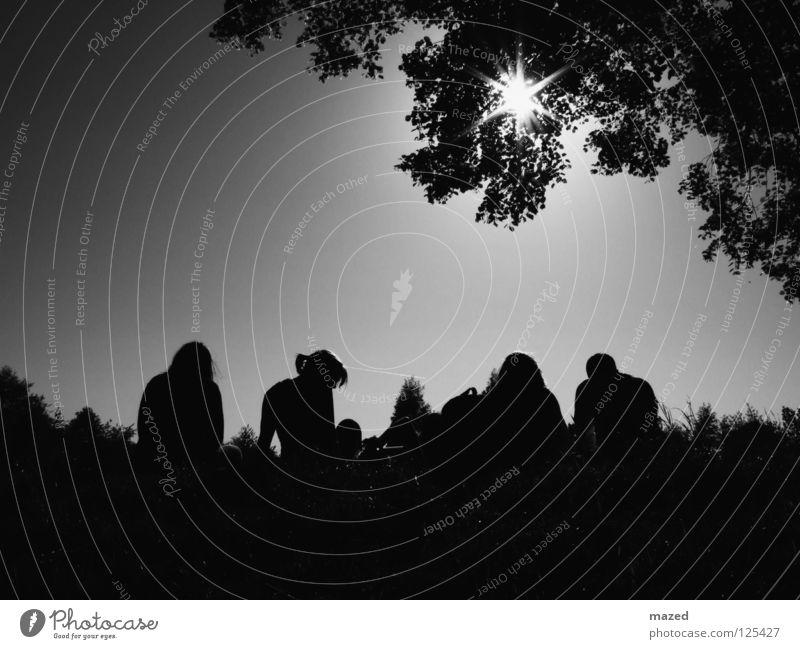 summer skin Außenaufnahme Baum schwarz weiß Silhouette Licht heiß Sommer Sehnsucht Physik Gegenlicht Schwarzweißfoto Jugendliche Sonne Wasser Fluss Küste