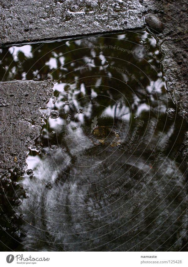 eine sekunde regen in dortmund Dortmund trist grau Regen Herbst Jahreszeiten Monsun Pfütze Regenwasser Steinplatten Konzentration Trauer Verzweiflung Wasser