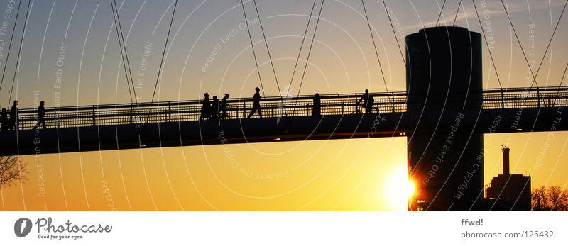 peaceful Sonnenuntergang Abend Abendsonne Abenddämmerung Stimmung Erholung Gefühle Physik Frieden Mensch Silhouette Brücke Turm gelb Freizeit & Hobby Wochenende
