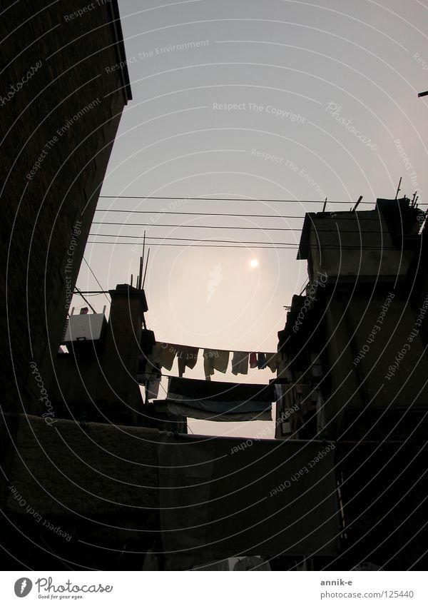 Shanghai Reality Asien China Dämmerung Wäsche Gegenlicht Wohngebiet Wäscheleine Licht Shikumen Way of Life Himmel Stadt