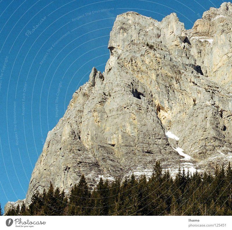 Kopf hoch Winter Fantasygeschichte beeindruckend Schweiz wandern entdecken Berge u. Gebirge Stein Felsen Brust raus Kontrast Niveau