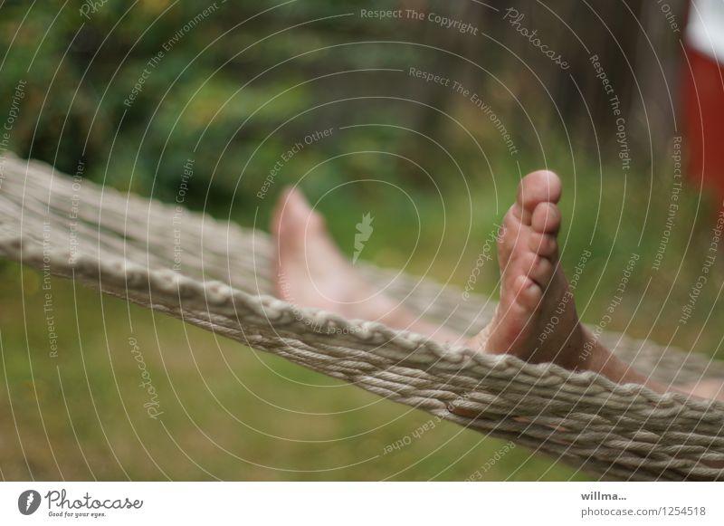 Füße in einer Hängematte Fuß Zehen Erholung liegen Pause Sommerabend Freizeit & Hobby Urlaubsstimmung Ferien & Urlaub & Reisen hängen lassen Wochenende Mensch