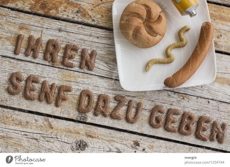 IHREN SENF DAZU GEBEN gelb feminin lustig Essen braun Lebensmittel Schriftzeichen Buchstaben Frühstück Meinung Brot Teller Fleisch Backwaren frech Abendessen