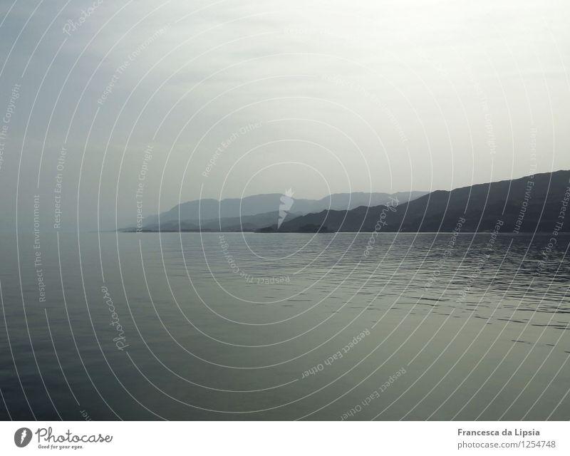 Stille Küste II Himmel Ferien & Urlaub & Reisen blau Wasser Erholung Meer Einsamkeit Landschaft ruhig Ferne Berge u. Gebirge Freiheit Stimmung Horizont träumen