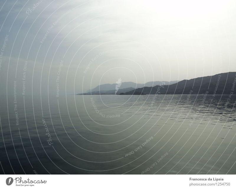 Stille Küste Himmel Ferien & Urlaub & Reisen blau Wasser Erholung Meer Einsamkeit Landschaft ruhig Ferne Berge u. Gebirge Küste Freiheit Stimmung Horizont träumen