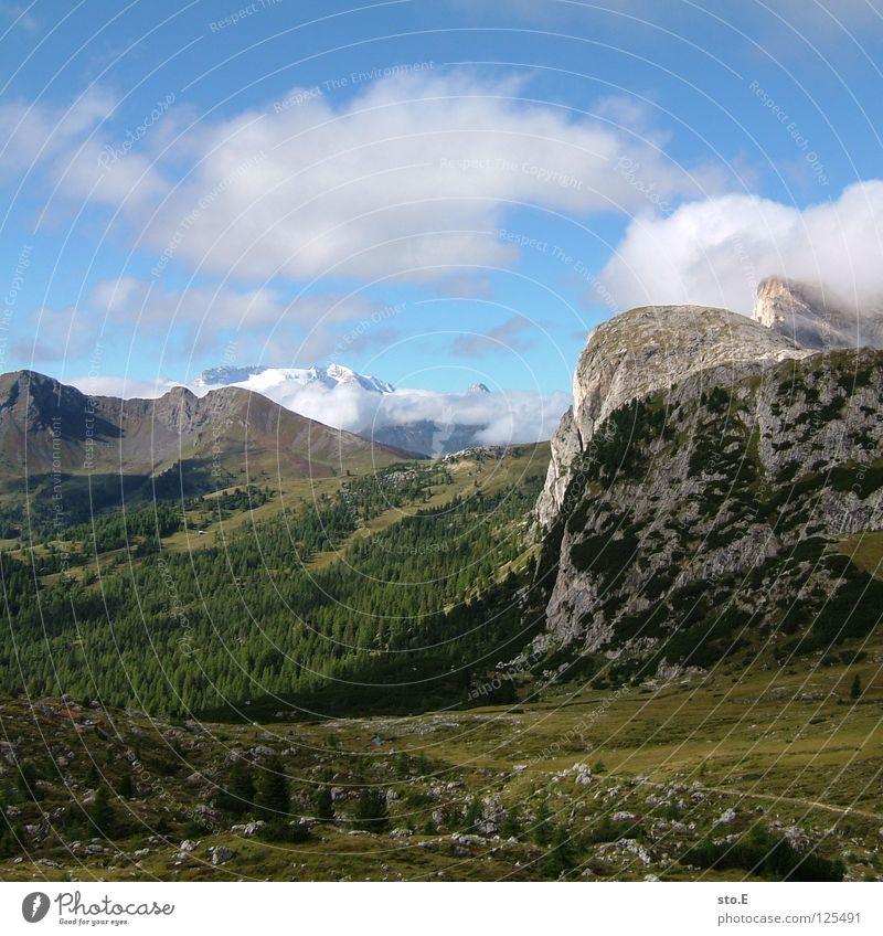 landschaft im ² Berge u. Gebirge Pflanze grün Sommer Wolken schlechtes Wetter Gipfel Ferne Hintergrundbild Wege & Pfade wandern Fußweg Ferien & Urlaub & Reisen