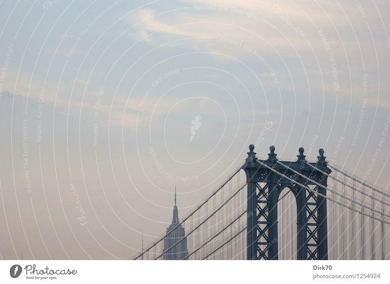 Manhattan Bridge mit Freiraum Himmel Ferien & Urlaub & Reisen Sommer Stadt Wolken Freiheit Tourismus Verkehr Hochhaus retro USA Schönes Wetter Brücke historisch