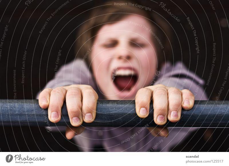 hanging fips notleidend hilflos schreien Finger Stab Verzweiflung hängen festhalten haltend loslassen Angst Panik Zunge Zähne Hilfsbedürftig Hilferuf