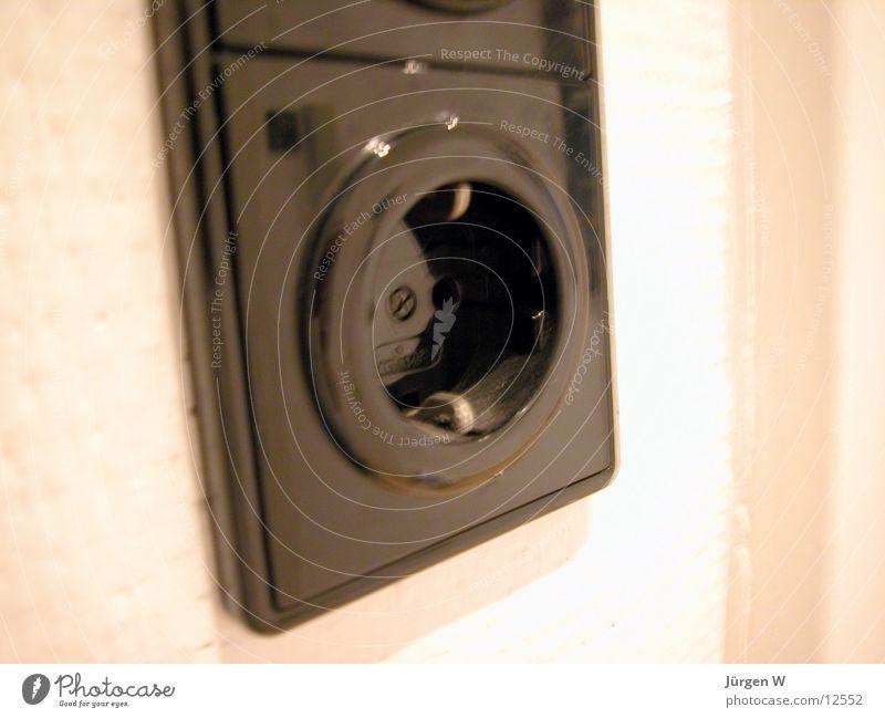 unter Strom Elektrizität Steckdose schwarz Kraft Dinge Statue Kunststoff plug socket black