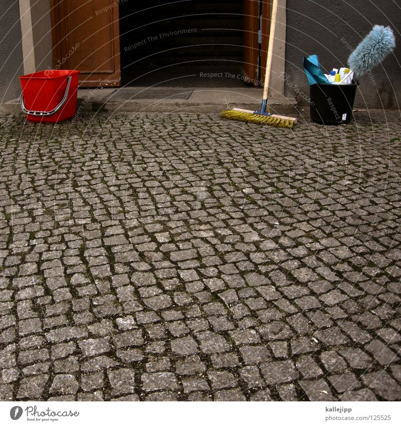 frühjahrsputz Reinigen Hausmeister Flur Hauseingang Treppenhaus Mieter Sauberkeit Besen Eimer kehrwoche putzzeug dreckig schrubben cleaning putzkraft