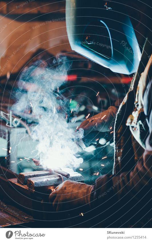 Handwerker Schweißstahl Arbeit & Erwerbstätigkeit Beruf Fabrik Industrie Werkzeug Mann Erwachsene Handschuhe Metall Stahl heiß Sicherheit Schutz Konstruktion