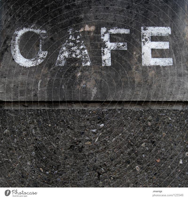 Einladung Wand Fassade grau Buchstaben Typographie Café Wort genießen Koffein Cappuccino Espresso Ernährung verfallen Schriftzeichen Getränk strassenkaffee