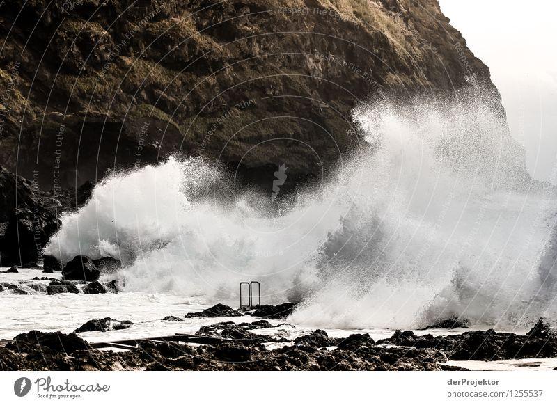 Wellenschwimmbad Natur Ferien & Urlaub & Reisen Sommer Sonne Meer Landschaft Strand Umwelt Berge u. Gebirge Küste außergewöhnlich Felsen Tourismus Angst wandern