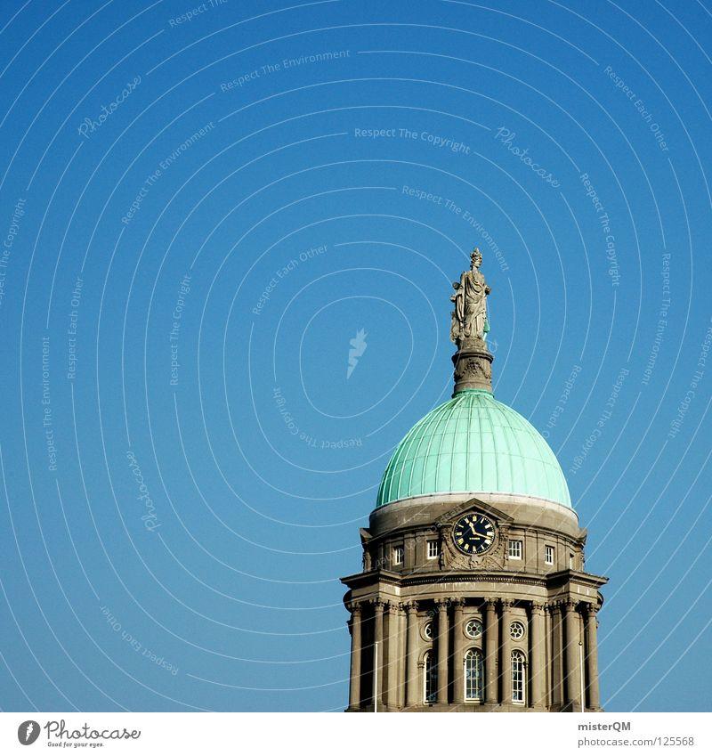 Custom House Dublin. wie Bauwerk Statue Behörden u. Ämter Regierung grün Uhr nah Dach Bronze Podest Sandstein Gebäude Religion & Glaube Kunst Top oben Ferne was