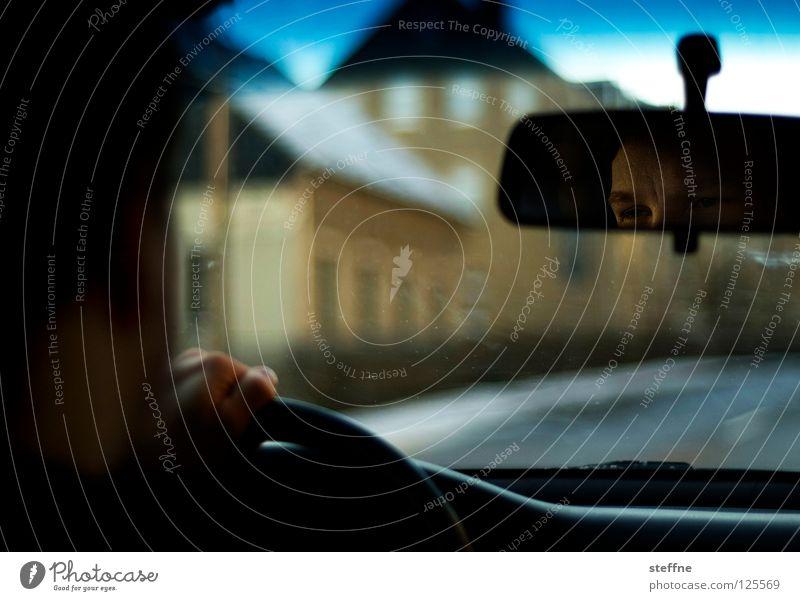Ausflug V Ferien & Urlaub & Reisen Rundreise fahren KFZ PKW Straßenkreuzer Raum Möbel lässig Führerschein Bewegung Lenkrad Spiegel Rückspiegel Gegenlicht Licht