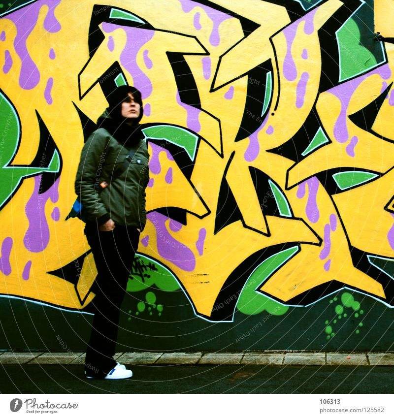ADDICTED Frau Mensch Jugendliche grün gelb Straße Stil Bewegung Graffiti warten rosa Hintergrundbild Lifestyle frisch stehen violett