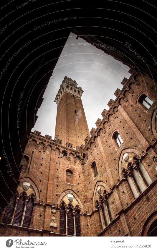 Eckpfeiler Ferien & Urlaub & Reisen Sightseeing Städtereise Sommerurlaub Siena Toskana Italien Altstadt Palast Rathaus Turm Gebäude Mauer Wand Fassade Fenster