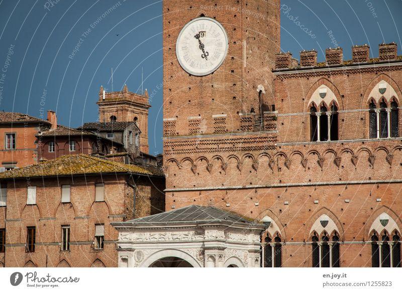 16.55 Ferien & Urlaub & Reisen Stadt alt Wand Gebäude Mauer Zeit Fassade Tourismus Uhr Italien Turm historisch Bauwerk Wahrzeichen Sommerurlaub