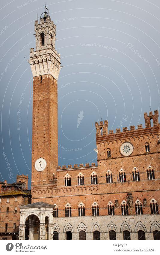 Palazzo Pubblico Ferien & Urlaub & Reisen Tourismus Sightseeing Städtereise Sommerurlaub Himmel Gewitterwolken Siena Toskana Italien Stadt Altstadt Palast