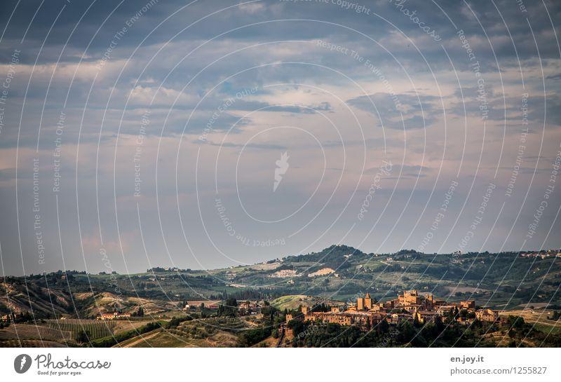 eingebettet Himmel Natur Ferien & Urlaub & Reisen Sommer Landschaft Ferne Umwelt Horizont Tourismus Idylle Ausflug Lebensfreude Schönes Wetter Italien Hügel Dorf