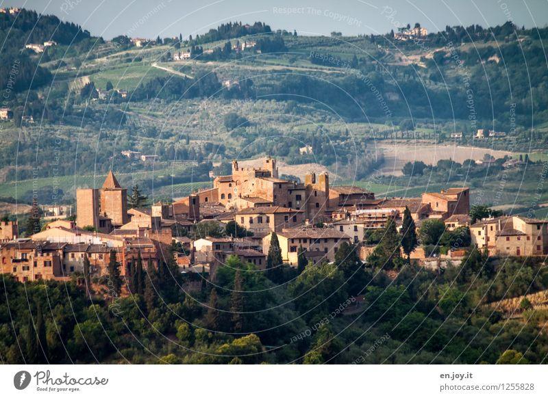 AltStadt Ferien & Urlaub & Reisen Tourismus Ausflug Sightseeing Städtereise Sommer Sommerurlaub Hügel Certaldo Italien Toskana Florenz Dorf Kleinstadt Altstadt