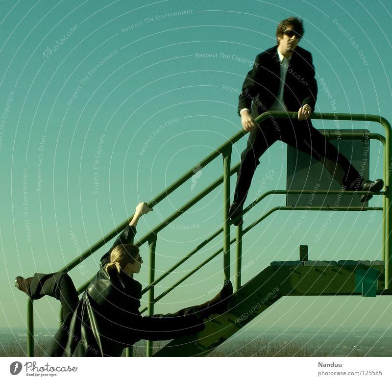 : R E L O A D E D : Agentenjagd Mensch Frau Himmel Mann grün oben lustig Treppe maskulin verrückt Körperhaltung Filmindustrie Geländer Medien Theaterschauspiel Gewalt