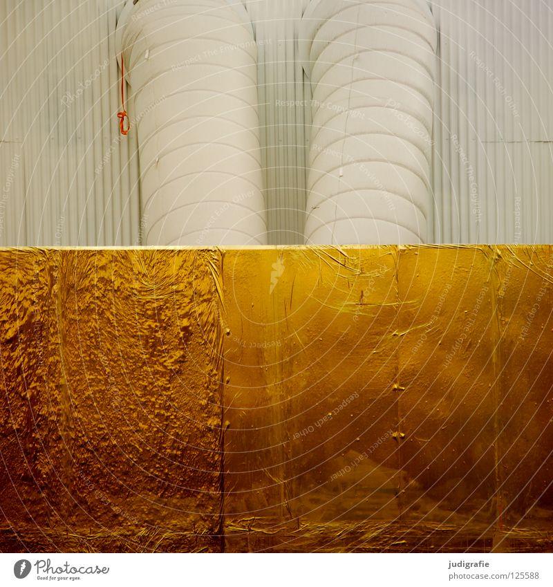 Goldstaubabsauganlage weiß Farbe Wand Gebäude Linie glänzend Gold Industrie Klima Eisenrohr Lagerhalle Aktien Edelmetall Lüftung Belüftung