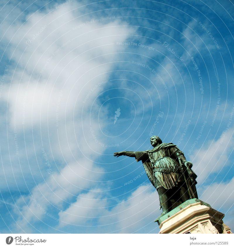 Da lang geht's Mann Himmel grün Wolken Kunst Kultur Statue Denkmal Wahrzeichen Stolz Belgien Gent wegweisend Erz