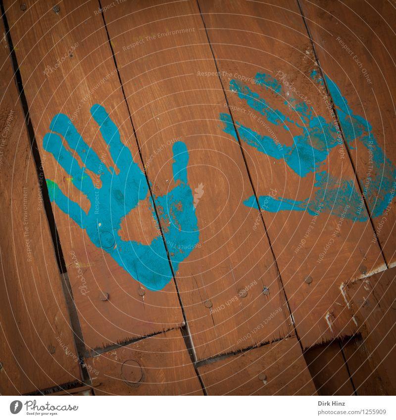 bleibender Abdruck Mensch Hand Spielen authentisch einzigartig natürlich blau braun Leben Farbe Freude Identität Kontakt Kreativität Fingerfarbe malen gestalten