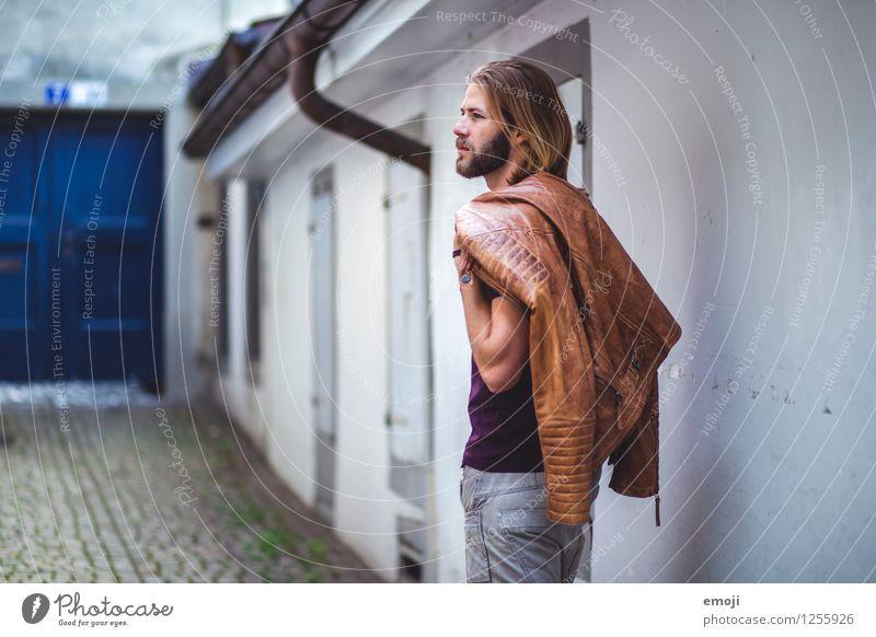 man maskulin Junger Mann Jugendliche 1 Mensch 18-30 Jahre Erwachsene Mode Jacke trendy schön Farbfoto Außenaufnahme Tag Oberkörper Rückansicht Profil