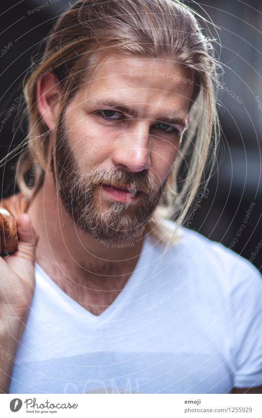 nah maskulin Junger Mann Jugendliche Gesicht 1 Mensch 18-30 Jahre Erwachsene Haare & Frisuren blond langhaarig Bart Vollbart Coolness schön einzigartig Farbfoto